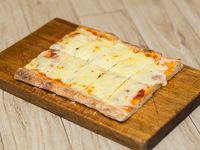Porción de pizza muzzarella