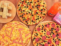 Promo 4 - 3 pizzas familiares + 12 palitos de ajo + bebida 1.5 L + helado Charlot 1 L