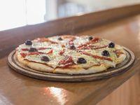 Pizza de jamón y morrón a la piedra