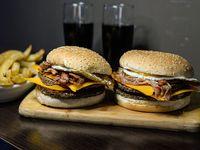 Promo 2 - 2 hamburguesas dobles con cheddar, huevo frito y jamón + guarnición + 2 latas de Coca Cola mini
