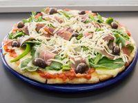 Pizza con rúcula y parmesano