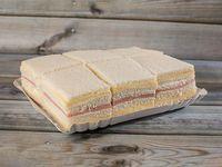 Sándwiches simples de jamón y queso (48 unidades)