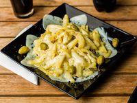 Porción de papas fritas gratinas