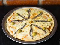 Pizza muzzarella con anchoas