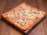 Pizza napolitana + bebida 1.5 L