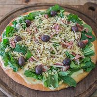 Pizza con rúcula grandes
