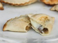 Empanadas de queso con champignones