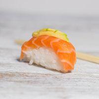 Niguiri de salmón (10 piezas)