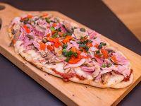 Pizza con panceta y hongos