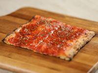Pizza con salsa (porción)
