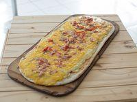 21 - Pizza cheddar y panceta (12 porciones)