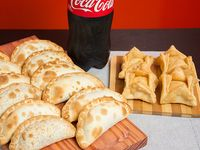 Promo 7 - 12 empanadas + 4 pastelitos + gaseosa Coca Cola 1.5 L