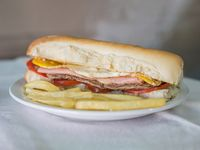 121 - Sándwich de lomo completo con papas fritas