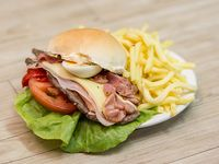Chivito canadiense al pan
