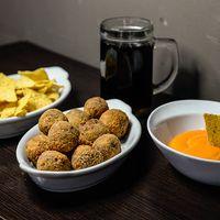 Promo 12 - 12 pulpetas de carne + nachos con cheddar + lata de coca cola mini
