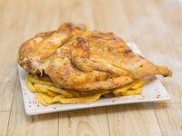 Medio pollo con guarnición